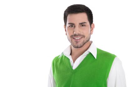 Mann im knallgrünen Pullunder auf einem Bewerbungsfoto